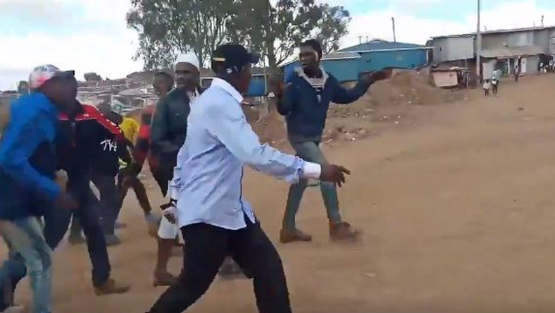 Ruto's Bonnie Khalwale dramatic chase from Baba's Bedroom,Kibra(VIDEOS)