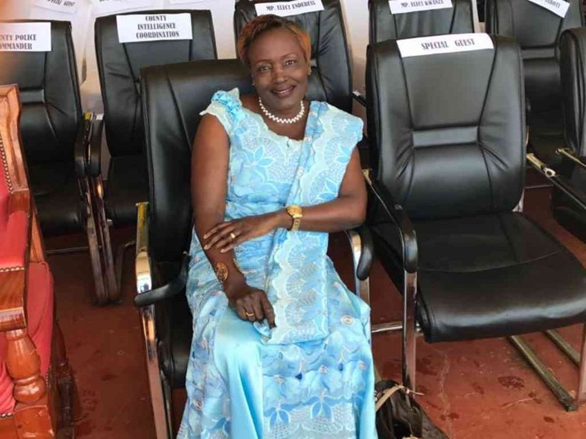 Governor's wife on the receiving end – Weekly Citizen